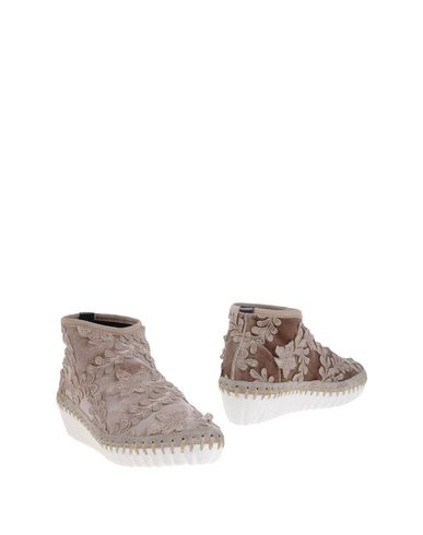 ® ANKLE BOOTS