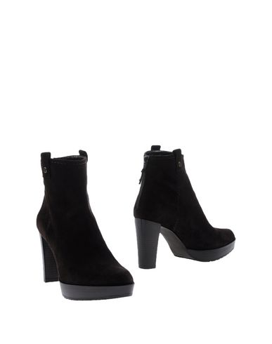 STUART WEITZMAN Ankle boot at yoox.com