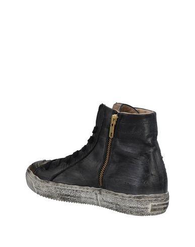 Ils Et Leurs Chaussures De Sport profiter à vendre vente réel GRx3thJP