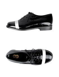 8 - Laced shoes