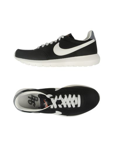brand new 77f71 a0ebe NIKE. WMNS NIKE ROSHE DBREAK NM. Sneakers