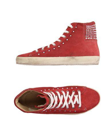 HELEN YOI Sneakers