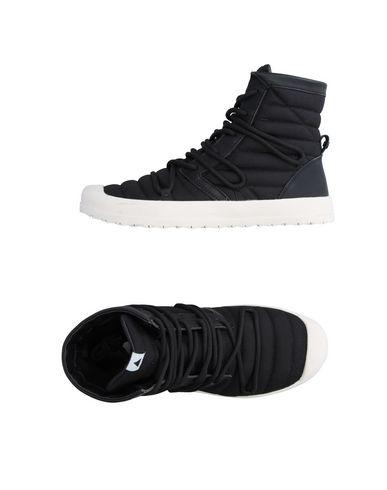 VOLTA Sneakers in Black