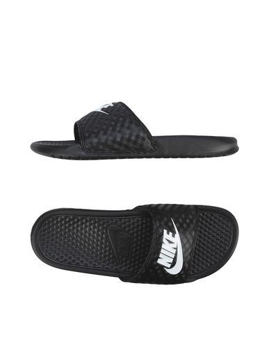 Sandali Nike Benassi Jdi - Donna - Acquista online su YOOX - 11227788KS e68c098f099b