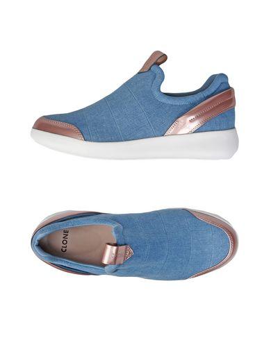 Sneakers in Blue