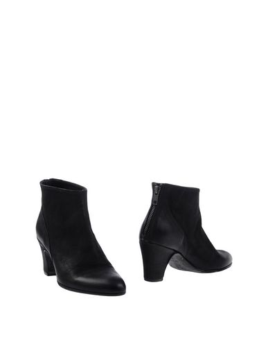 ALEXANDER HOTTO Ankle Boot in Black