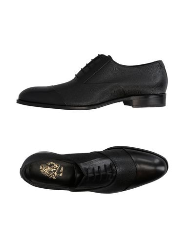 MR.HARE Laced Shoes in Black