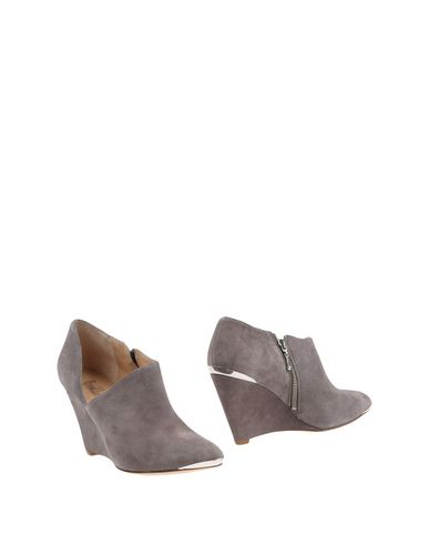 BELLE BY SIGERSON MORRISON Ankle Boot in Dove Grey