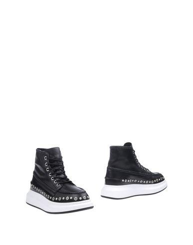 ALEXANDER MCQUEEN Ankle Boot in Black