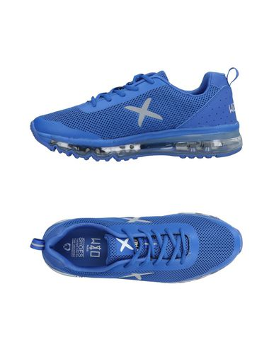 WIZE & OPE Sneakers in Bright Blue
