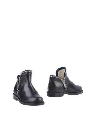 IL GUFO Ankle Boot in Black