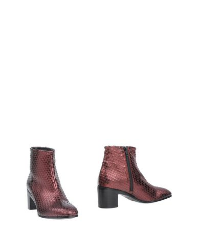 ALEXANDER HOTTO Ankle Boot in Deep Purple