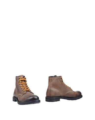 SELECTED Stiefelette