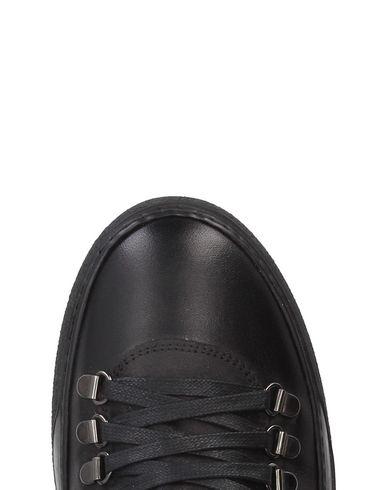 PAWELKS Sneakers