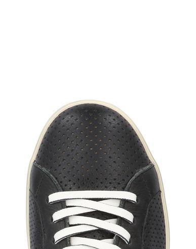 ALESSANDRO DELLACQUA Sneakers