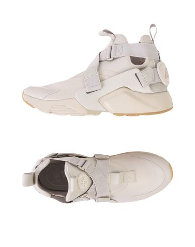huge discount d14d1 aaa07 NIKE. AIR HUARACHE CITY