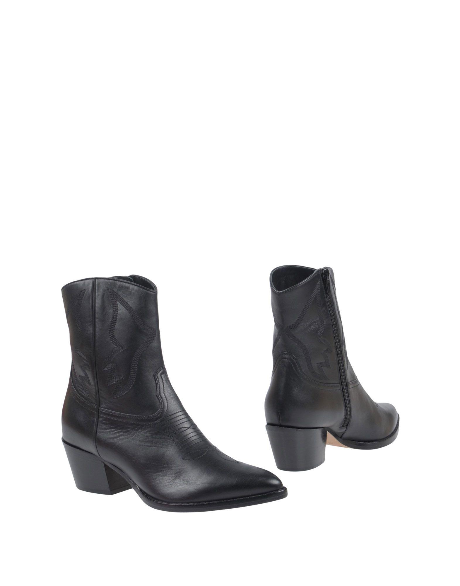Valentino Garavani Ankle Boot - Boots Women Valentino Garavani Ankle Boots - online on  Australia - 11444466PQ 1a2a28