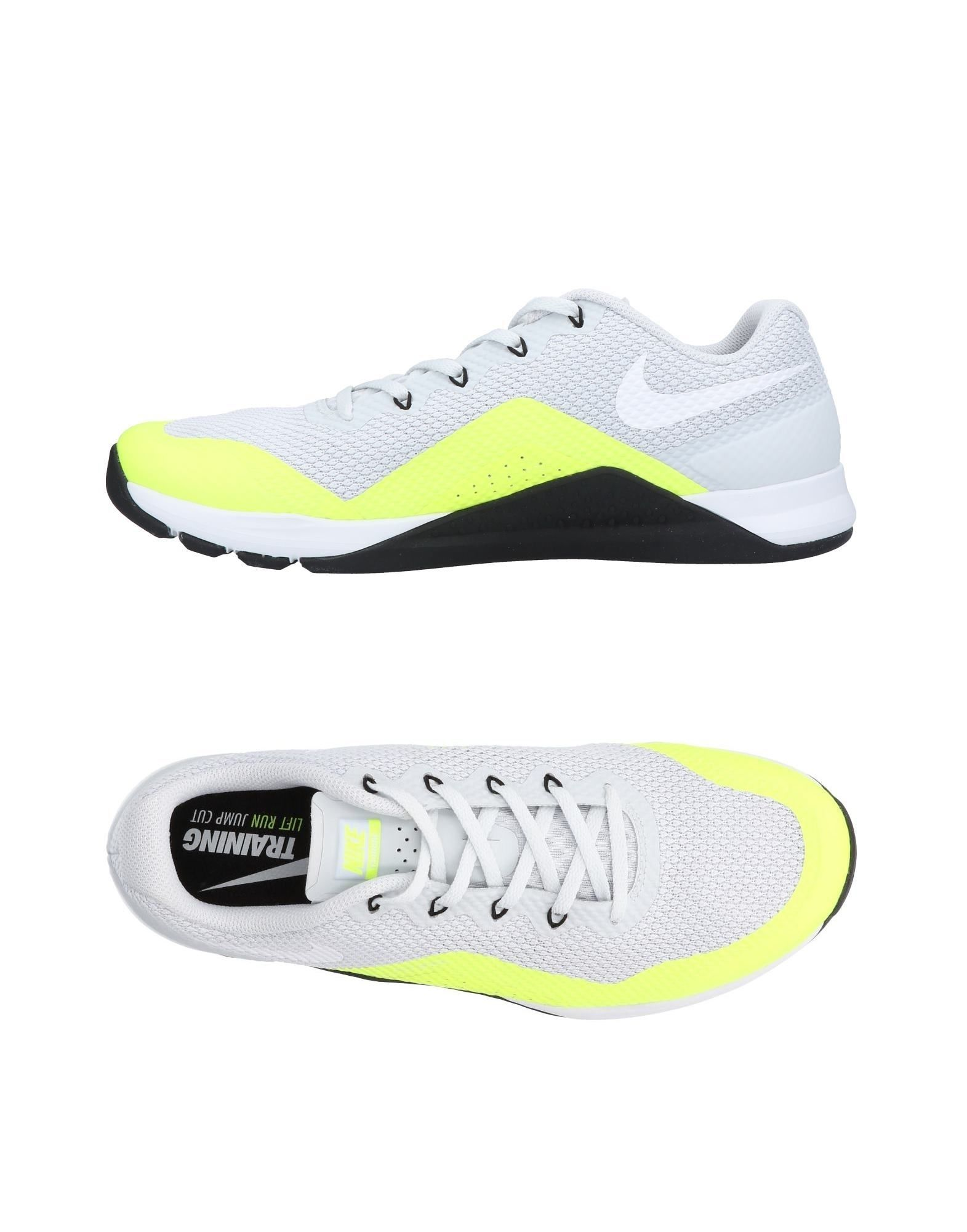 Sneakers Nike Homme - Sneakers Nike  Gris clair Mode pas cher et belle