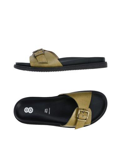 8 Sandalia