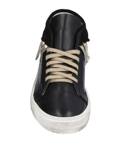 GENEVE Sneakers
