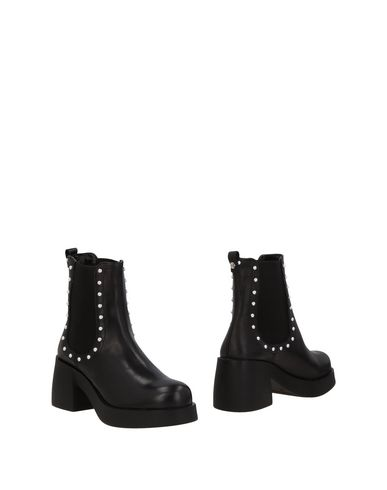 CULT Chelsea boots