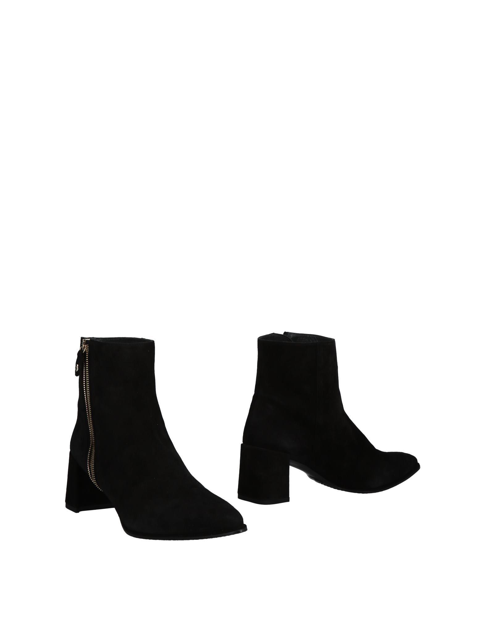 Stuart Weitzman Ankle Boot - Boots Women Stuart Weitzman Ankle Boots - online on  Canada - 11496401NW 5a6086