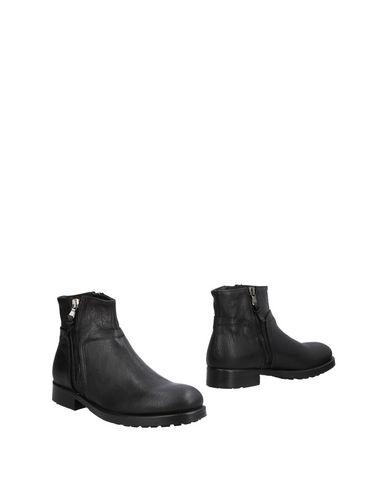 Pawelk's Boots   Footwear by Pawelk's