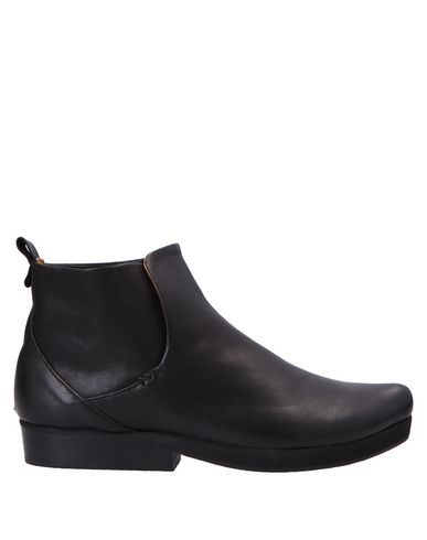 TRACEY NEULS Ankle Boot in Black