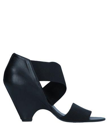 JFK Sandals in Black