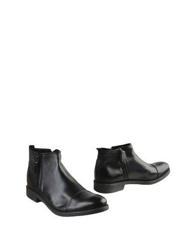 Hecon Boots   Footwear by Hecon