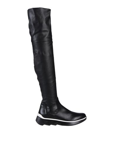 ELENA IACHI Boots in Black