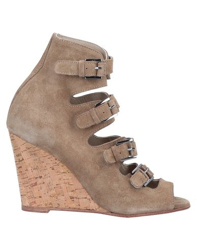 SURFACE TO AIR Ankle Boot in Camel