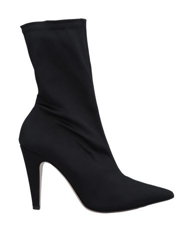 GIAMPAOLO VIOZZI Ankle Boot in Black