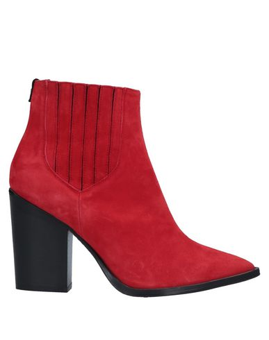 HTC Ankle Boot in Red