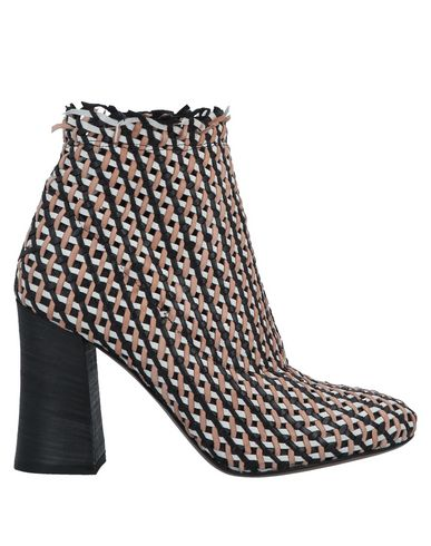 FIORIFRANCESI Ankle Boot in Sand