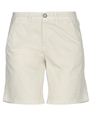 Fred Perry Shorts & Bermuda In Ivory
