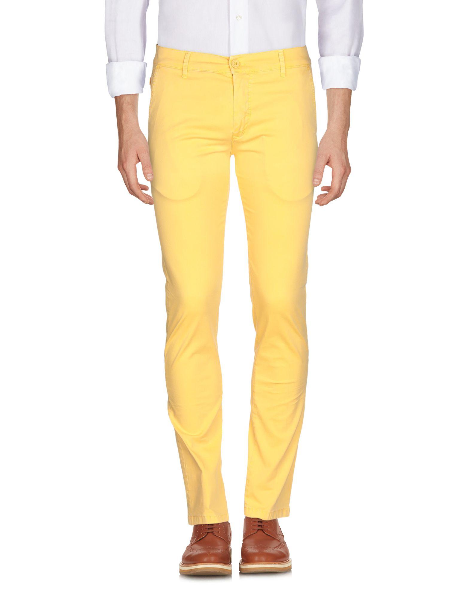 黄色パンツ