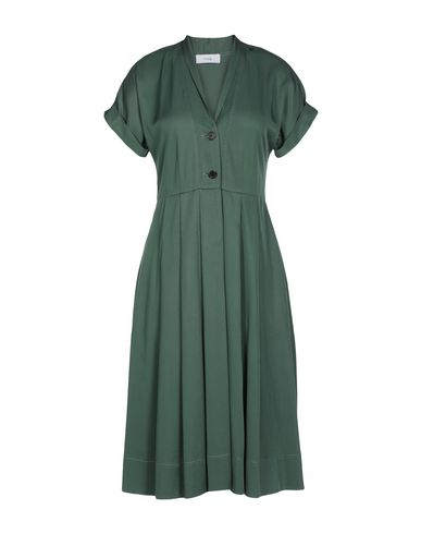 TITLE A Knee-Length Dress in Emerald Green