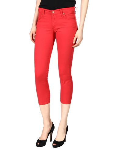 JAMES JEANS Cropped Pants & Culottes in Red
