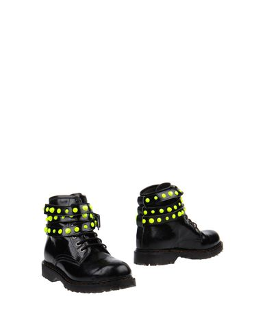 HAPPINESS Ankle Boots in Black