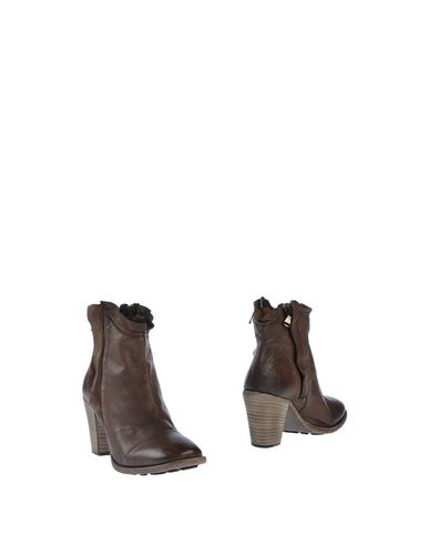 NYLO Ankle Boot in Cocoa