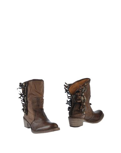 NYLO Ankle Boot in Dark Brown