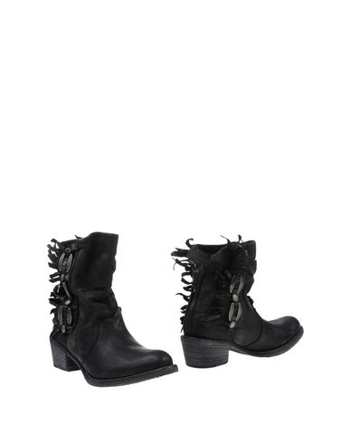 NYLO Ankle Boot in Black