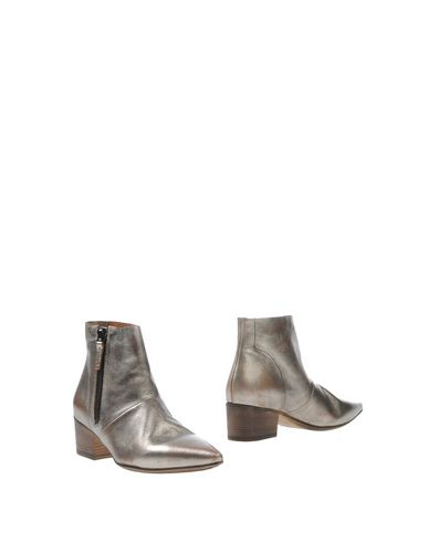 SETTIMA Ankle Boot in Platinum