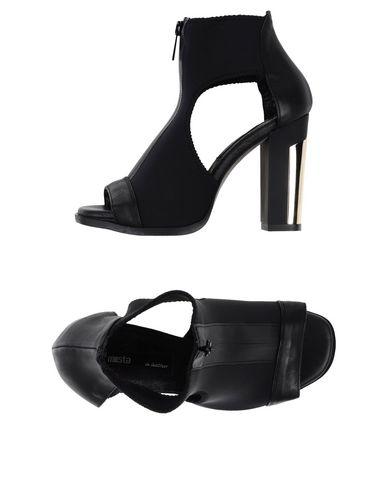 MIISTA Sandals in Black