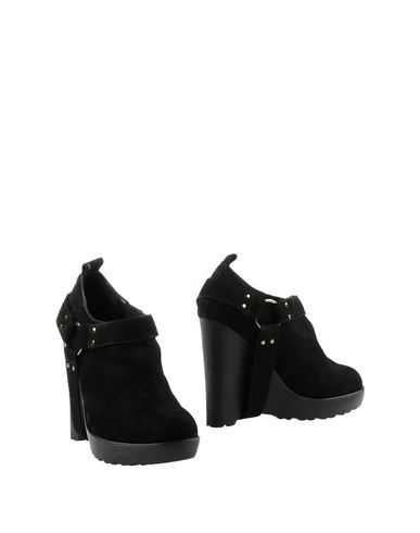 CHLOE SEVIGNY FOR OPENING CEREMONY Ankle Boot in Black