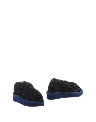 ARIELLE DE PINTO Ankle Boot in Black