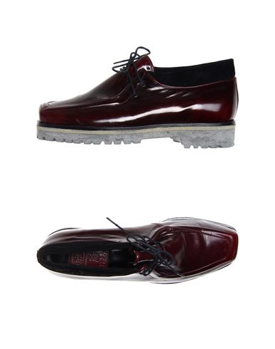 SIMONA VANTH Laced Shoes in Maroon