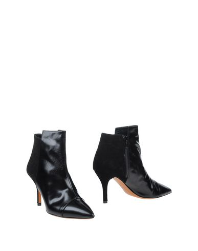LAURÈN Ankle Boot in Black