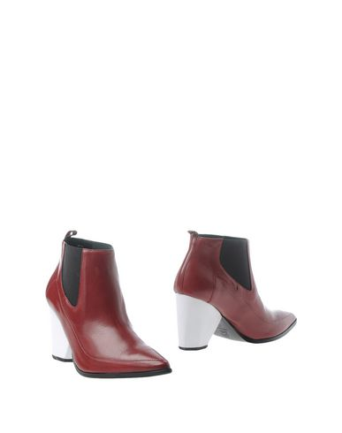 CASAMADRE Ankle Boot in Maroon